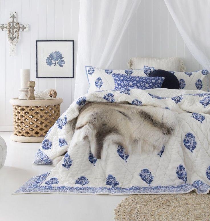 Blue White Floral Spray Quilt Set