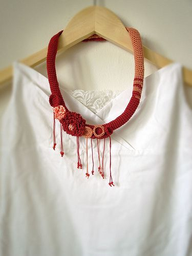 I really like this crochet necklace