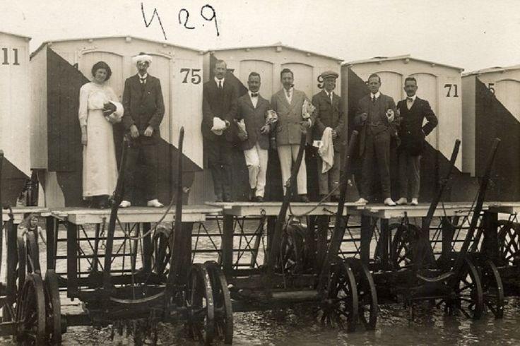 A fürdőgépek használatával történő fürdőzés hosszadalmas és mai szemmel vicces procedúra volt.