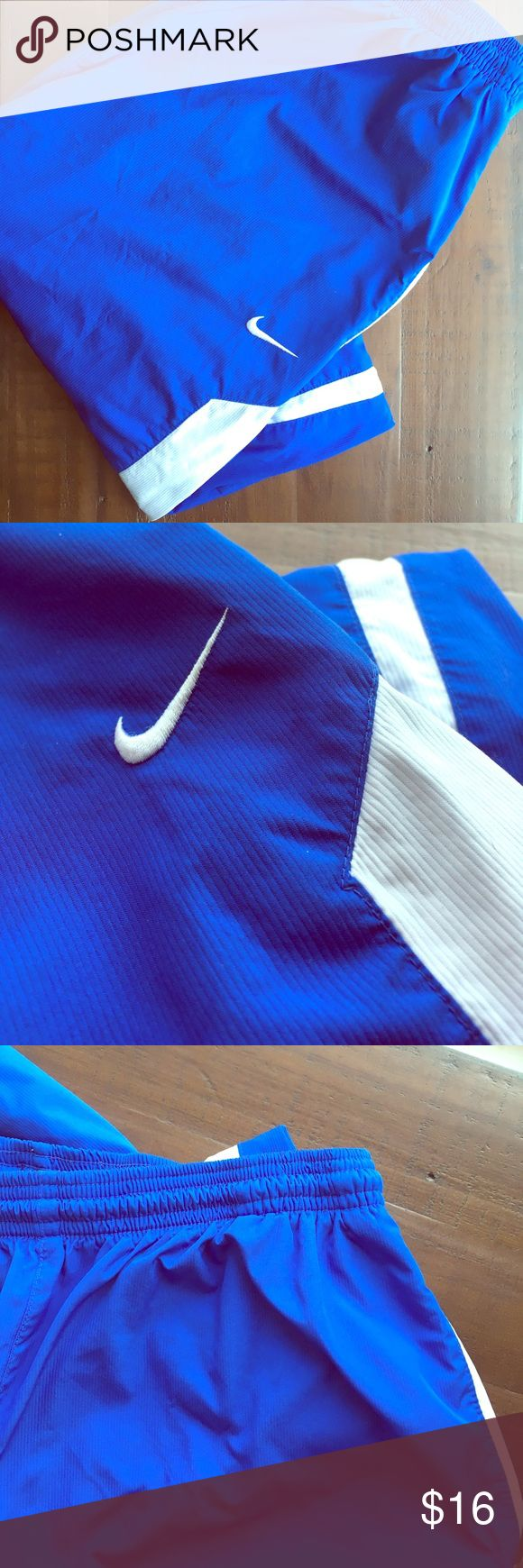 ⭐️Nike Blue & White Jogging Pants Size Medium ⭐️ ⭐️Nike Blue & White Jogging Pants Size Medium ⭐️ Nike Brand. Great condition! Very sleek. Zipper on the bottom sides by the ankles. Tightens at the waist band. Next Day ship. All sales are final. ** Matching blue & white Nike shirt sold separately in my closet** perfect match! https://bnc.lt/focc/eKLik7CAWD Nike Pants Track Pants & Joggers