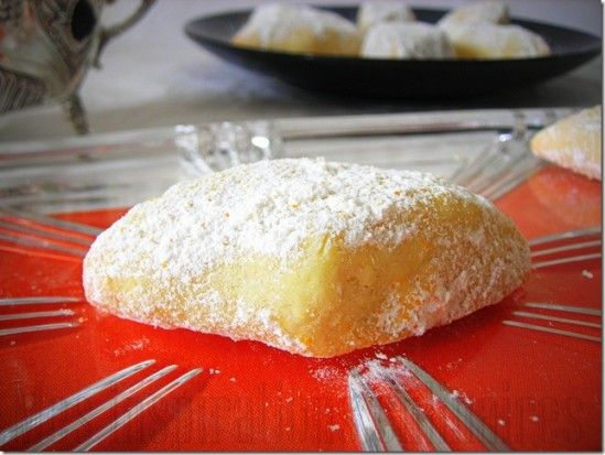 Shortbread Vanilla & Almonds extra fluxes (Vanilla Kipferl Christophe Felder) Serves:  4   Ingredients •- 35 g sugar •- 1 vanilla bean •- 120 g of softened butter •- 140 g flour •- 60g ground almonds •- ½ teaspoon vanilla extract Finishing •- 50 g of icing sugar •- 2 packets of vanilla sugar Instructions 1.Mix sugar and split vanilla bean into 2 and cut into sections (mix the seeds and pod) to have a very vanilla sugar. Place sugar through a sieve. 2.Add butter. 3.Add flour…