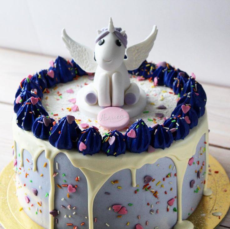 💜 Коллекция наших единорожек пополнилась ещё одним милым, нежным, вкусным и красивым героем! Считаем, что заказ торта с единорогом всегда приносит удачу!☺️ Ведь это волшебные существа! 🌈🔮#торт#тортспб #тортназаказ #тортназаказспб #cakewithflowers #капкейки #мирдолжензнатьчтояем #праздник #spb #vscopiter #cakestagram  #cheesecake #заказатьтортспб #cakesberries #cakesandberries #свадьбаспб #заказатьтортвспб #cakesberries  #инстаграмнедели #foodpics #чизкейкспб #чизкейкназаказ #чизкейк…