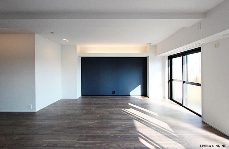 ・白い壁 ・アクセントウォール ・床 ・サッシ