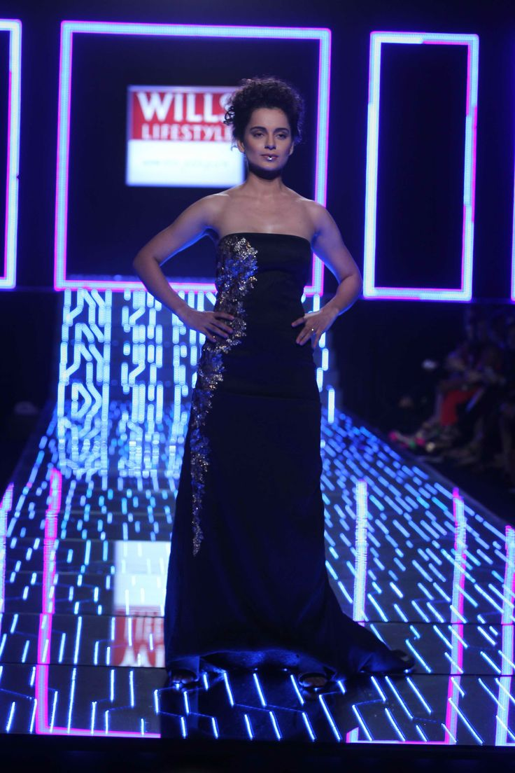 The gorgeous Kangana Ranaut walks the ramp for Namrata Joshipura