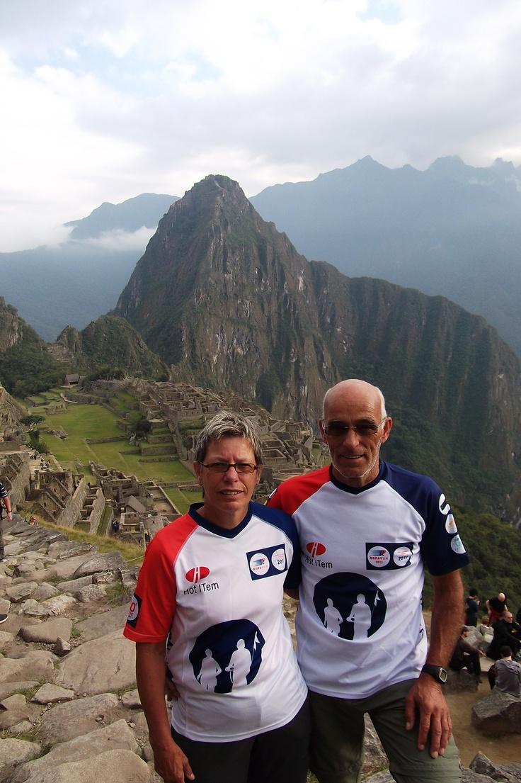 Jan en Elly van den Berg uit team 191 bij Machu Picchu in Peru