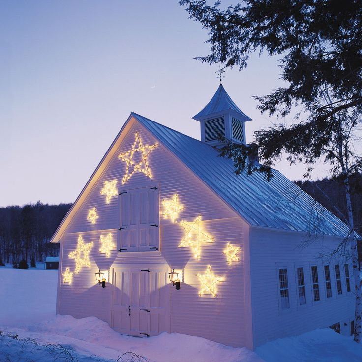 Bring a bit of the heavens down to snowy earth with stars fashioned from ordinary garden stakes.