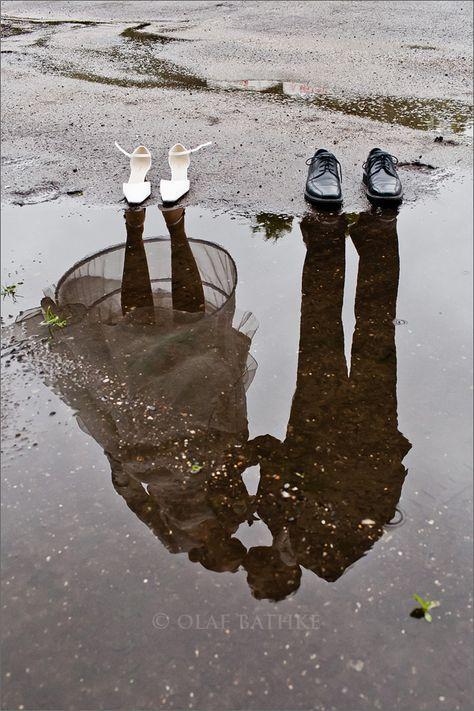Eine tolle Fotoidee für die Hochzeit im Regen!