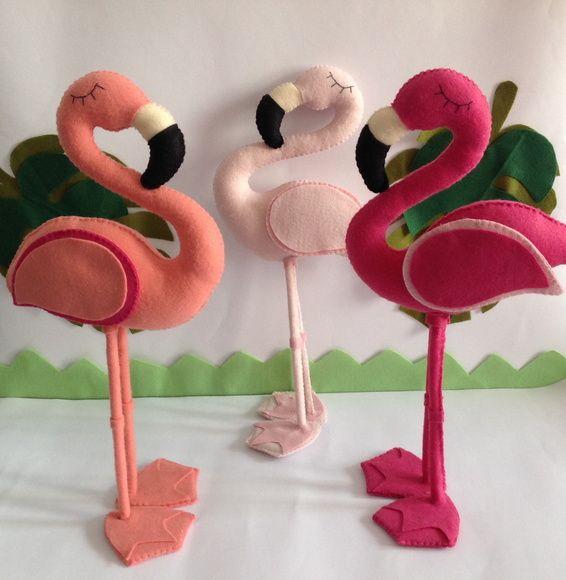 Flamingo em feltro,ideal para decovhuku u ploi h g c i h n ração de festas,chá... preço se referi a cada um flamingo.