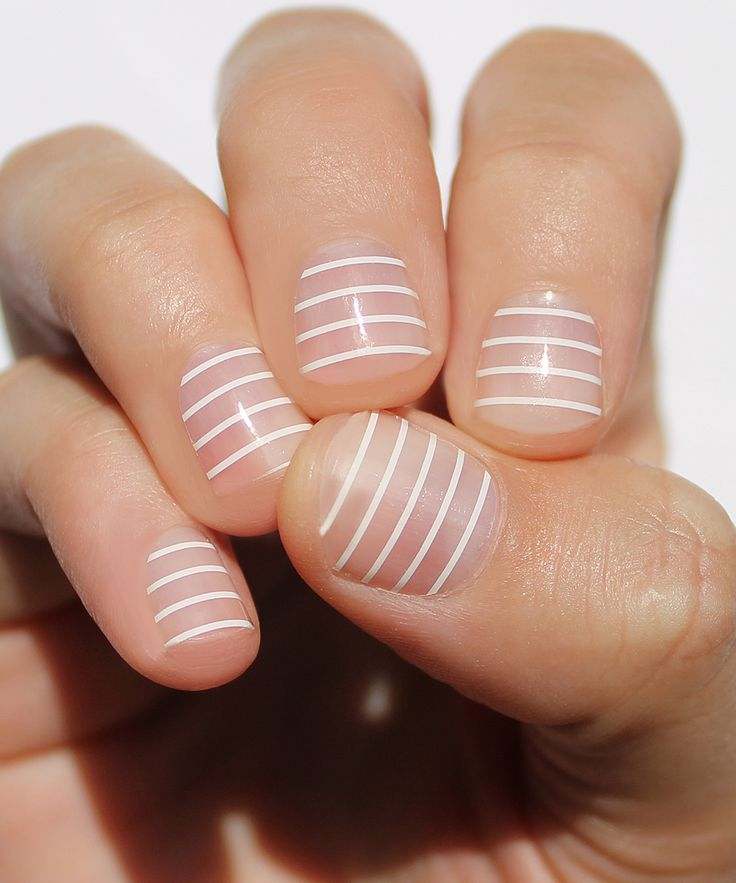 Swooning over this striped manicure