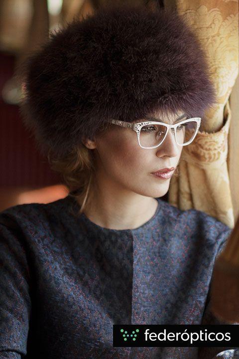 Gafa labrada #Loewe Fur hat outfit #federopticos #glasses #tendencias #moda