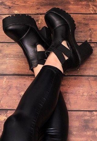 HUNTA Heeled Cleated Sole Platform Ankle Boots - Black