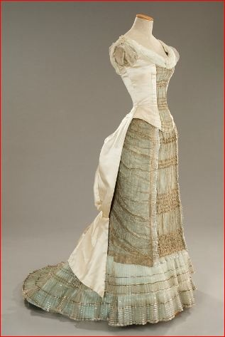 May's 1880-style dress from The Age of Innocence (movie). Designed by Gabriella Pescucci. Tirelli Costumi