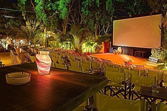 open air cinema kamari santorini greece - 8 Euro for movie, free blankets, 20min walk from Kamari Beach