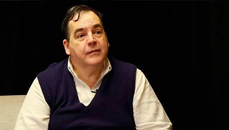 """El escritor pasó por Canal M para presentar su nuevo libro: """"El sentir de las violetas: El noviazgo eterno de Julio Herrera y Elvira Reyes""""."""