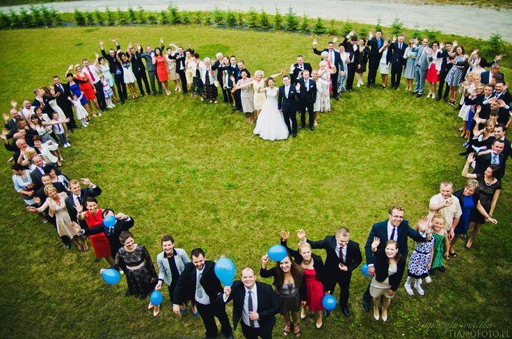 TiAmoFoto.pl zdjęcie grupowe, zdjęcia ślubne, goście, wesele, rodzina, serce, heart group photo, panna młoda, para młoda, bride, groom, family photo, wedding