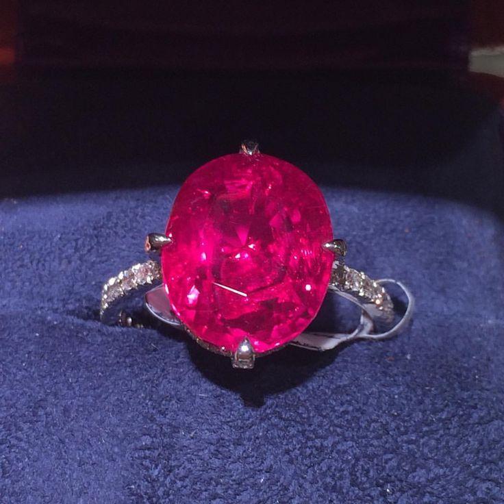 http://rubies.work/0775-blue-sapphire-earrings/ rubies.work/… 0223-ruby-rings/ JAR – Burma ruby ring