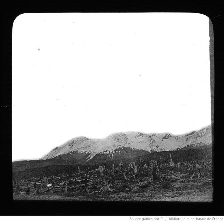 Terre de Feu-Patagonie. 9, Chaine de montagnes le long du Canal de Beagle (Terre de Feu) / [mission] Rousson et Willems ; [photogr.] Rousson ; [photogr. reprod. par] Molténi [pour la conférence donnée par] Willems