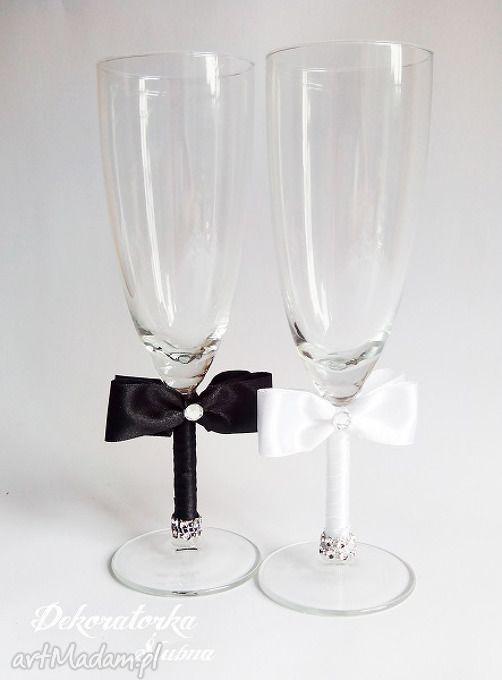 Kieliszki młodej pary czarno białe sztuki szampanówki tasiemki kokardki kryszrałki zestaw dwóch