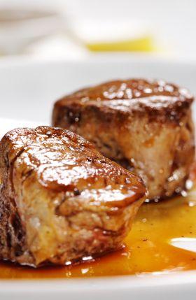 Médaillons de veau, risotto garni de petits légumes - Châtelaine
