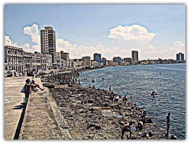 El Malecón, espacio de encuentro para el cubano y el foráneo