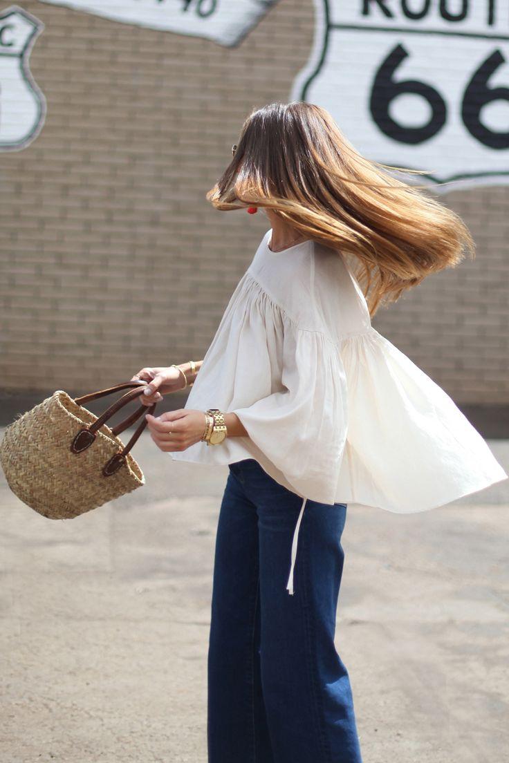 flowy blouse + jeans                                                                                                                                                                                 Más