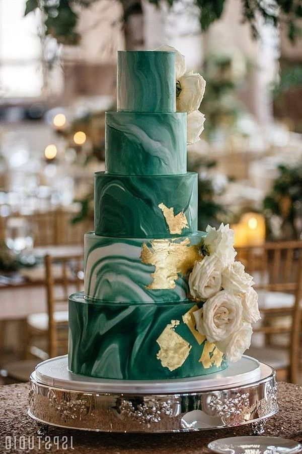 19+ Elegant emerald green wedding cake ideas