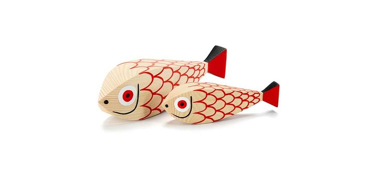 Two fish – a mother and her little one – add another motif from the animal world to the cheerful family of Alexander Girard's Wooden Dolls. Buy online at www.chiarenza.it …