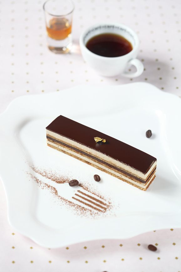 """A receita em português está em baixo.     Легендарная """"Опера"""" - это французский бисквитный десерт (торт-антреме), состоящий из миндаль..."""
