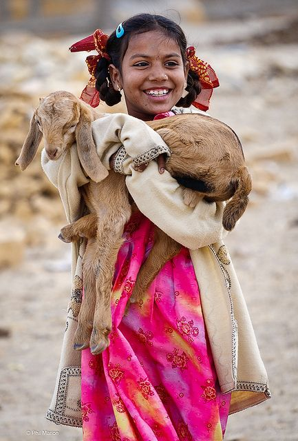 Rajasthani cutie proudly shows off her kid