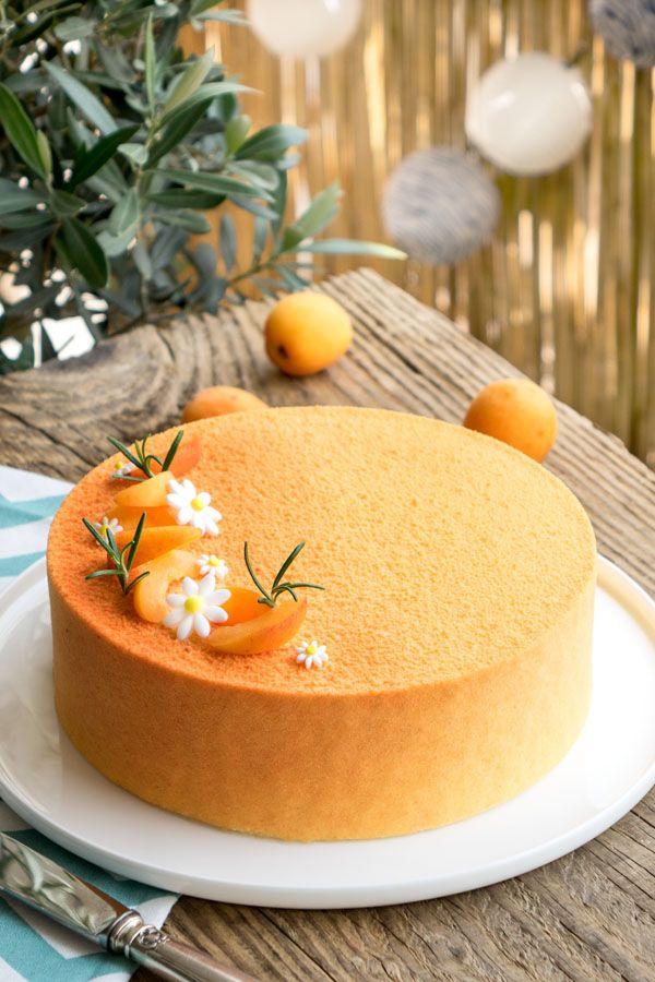 Avez-vous déjà goûté l'association de l'abricot et du romarin ? C'est un très joli mariage aux parfums d'été que je vous propose dans cette recette d'entremets abricot et romarin.