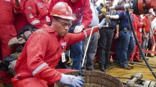 """Image copyright                  Getty Images                  Image caption                                      El petróleo es la principal fuente de riqueza de Venezuela.                                """"La producción de petróleo es un negocio muy arriesgado, pero es mucho más arriesgado invertir en países que no tienen petróleo"""".  Así hablaba"""