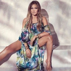 Браслеты как у Дженнифер Лопес http://www.busiki-kolechki.ru/blog/zvjozdnyjj-stil/braslety-kak-u-dzhennifer-lopes  Американская актриса и певица Дженнифер Лопес совсем недавно возобновила сотрудничество с маркой Kohl's. Этот бренд производит буквально всё – начиная от одежды и украшений, и заканчивая товарами для кухни, поэтому стоит уточнить, что Джей Ло представляла не тарелочки и не чашечки, а модную одежду и аксессуары для лета-2015. Особенно впечатлили нас стильные браслеты Kohl's…