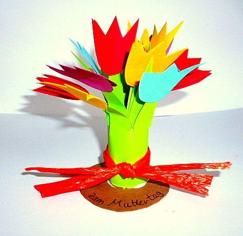 Blumen aus Krepppapier - Muttertag-basteln - Meine Enkel und ich - Made with schwedesign.de