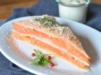 Pour la marinade :   Presser les citrons, récupérer le jus, le verser dans un plat creux, assaisonner de sel et de poivre vert préalablement concassé, mélanger. Verser l'huile d'olive et bien m
