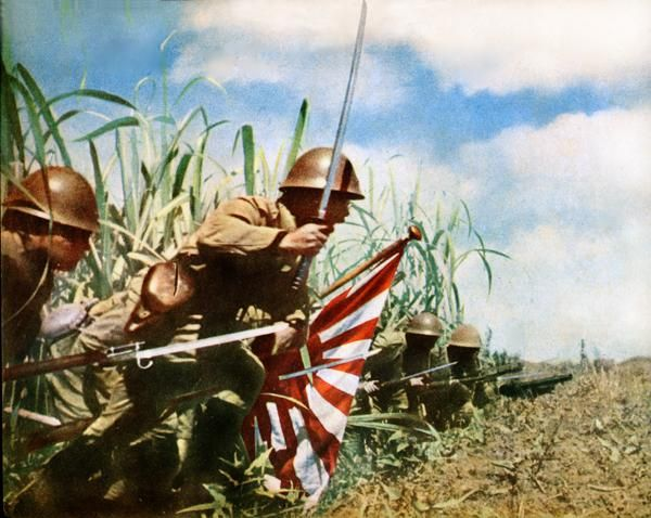 Japanese Soldiers in a Banzai Charge at the Battle of Manado. Dutch East Indies 1942 (600 x 478)