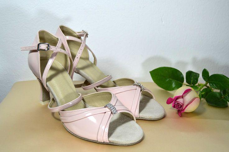 Růžověpudrové svatební boty - celokožená obuv taneční styl. Ružovopudrové svadobné topánky - celokoženná obuv v tanečnom štýle. svatební obuv, společenksá obuv, spoločenské topánky, topánky pre družičky, svadobné topánky, svadobná obuv, obuv na mieru, topánky podľa vlastného návrhu, pohodlné svatební boty, svatební lodičky, svatební boty se zdobením,topánky pre nevestu, ružové svadobné topánky