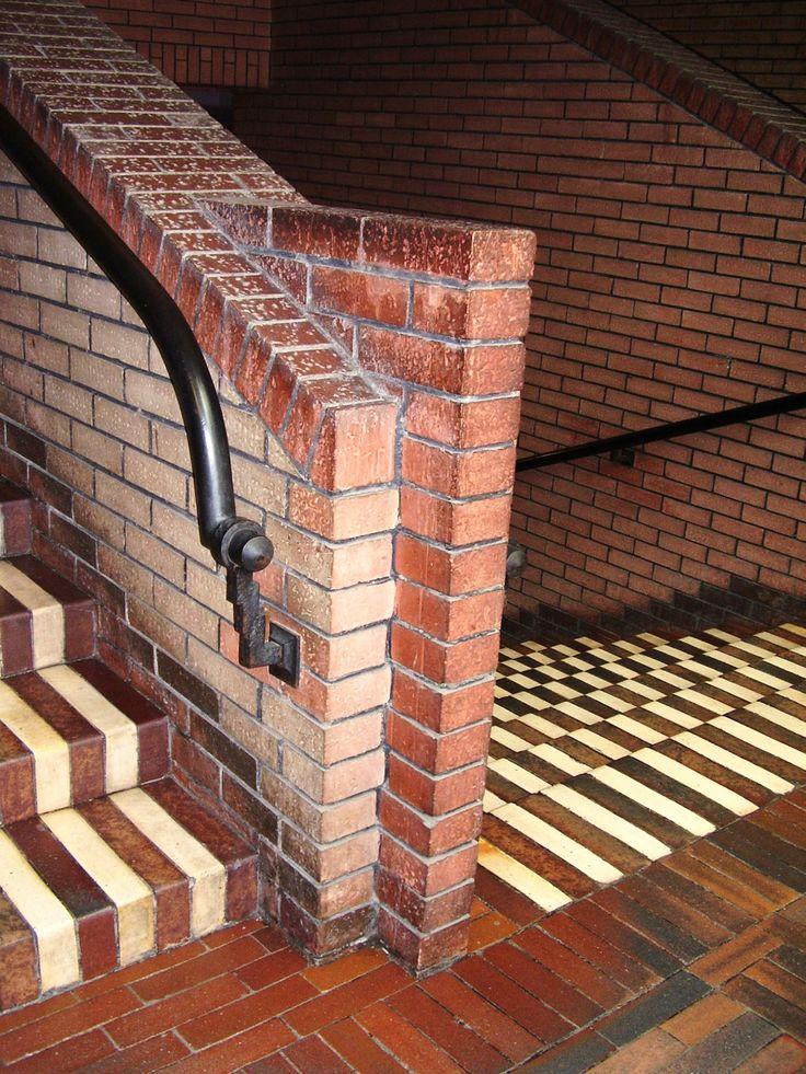 Peter Behrens - Industriepark Höchst, Behrensbau Treppenhauswand mit Handläufer