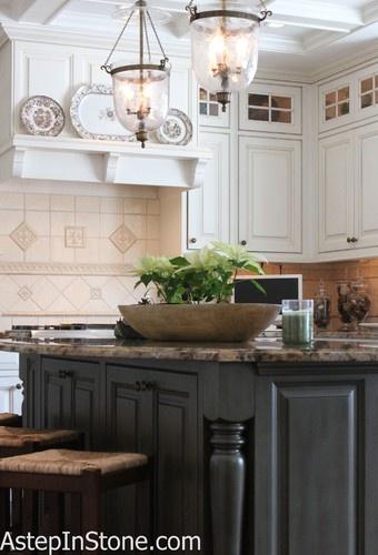 Backsplashes · fliesen arbeitsplattenrückwand verkleidenküchen spritzschutzküchenumbautraditionelle küchenweiße schränkewäsche
