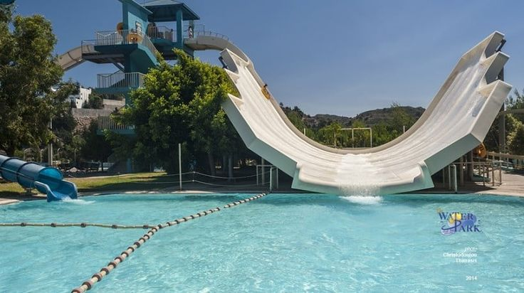 Stingray Slide With a single or double loop , swirl the slide Sting Ray with your friends before you get to the power pool.