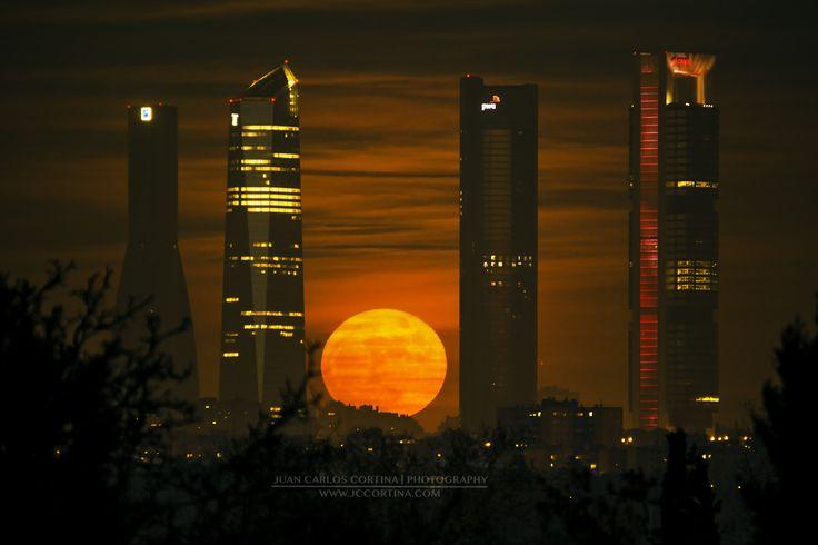 Ultima luna llena de 2015. Luna de Navidad. - Un clásico de todos los años, la ultima luna llena del año, que esta vez ha coincidido con el día de Navidad. Foto hecha desde Aravaca.
