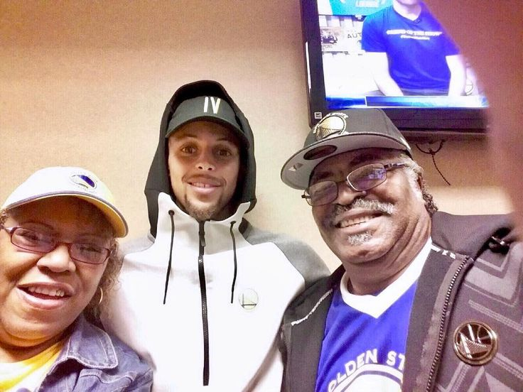 When your parents are chillin with @stephencurry30 at the @warriors preseason game youve gotta step your squad game up!  #squadgoals #parents #motivation #success #goldenstate #warriors #ballers #stephcurry