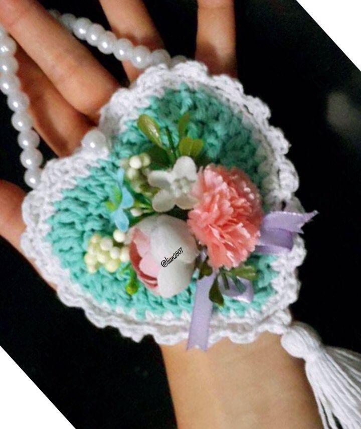 Mini crocheted pouch