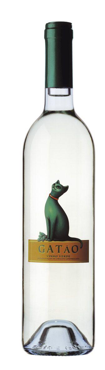 Gatão Verde Wine El gato : )  #WineWednesday #packaging @MiaGrphx