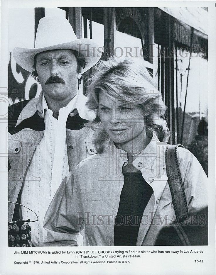 "1976 Press Photo Actors Jim Mitchum And Cathy Lee Crosby In Film ""Trackdown"""