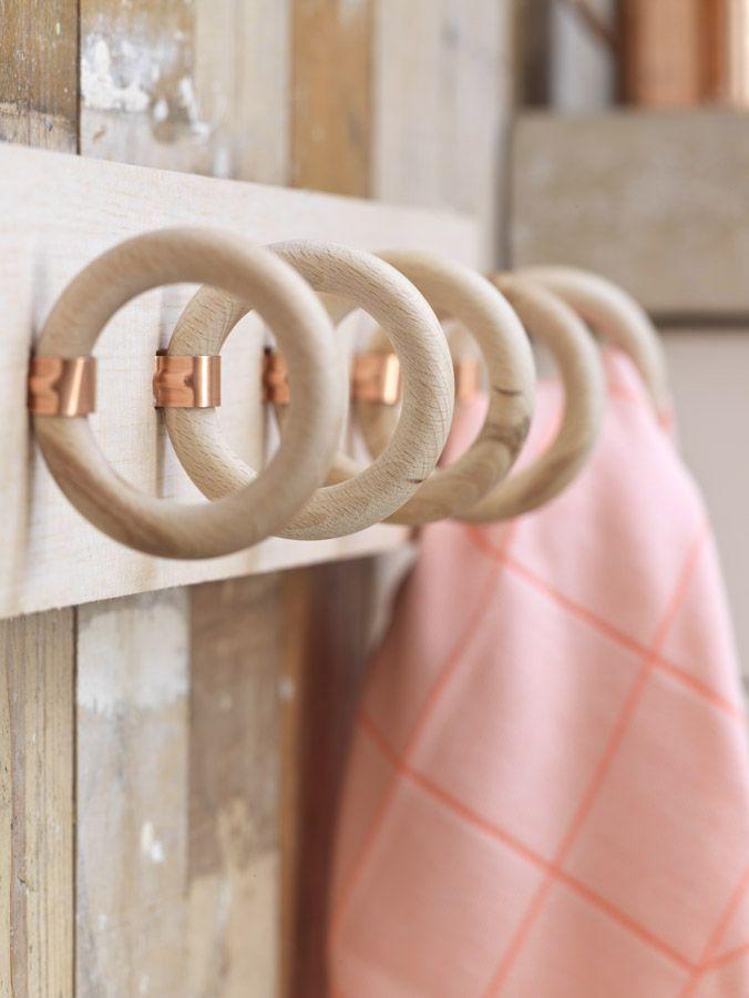 L'idée déco du samedi : Un porte-torchons avec des anneaux de tringles à rideaux