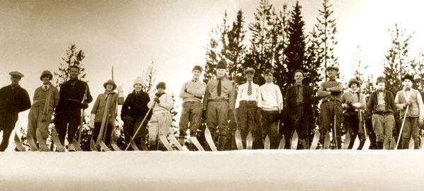 Vintage Ski Photo - Skyliner Ski Club | VintageWinter