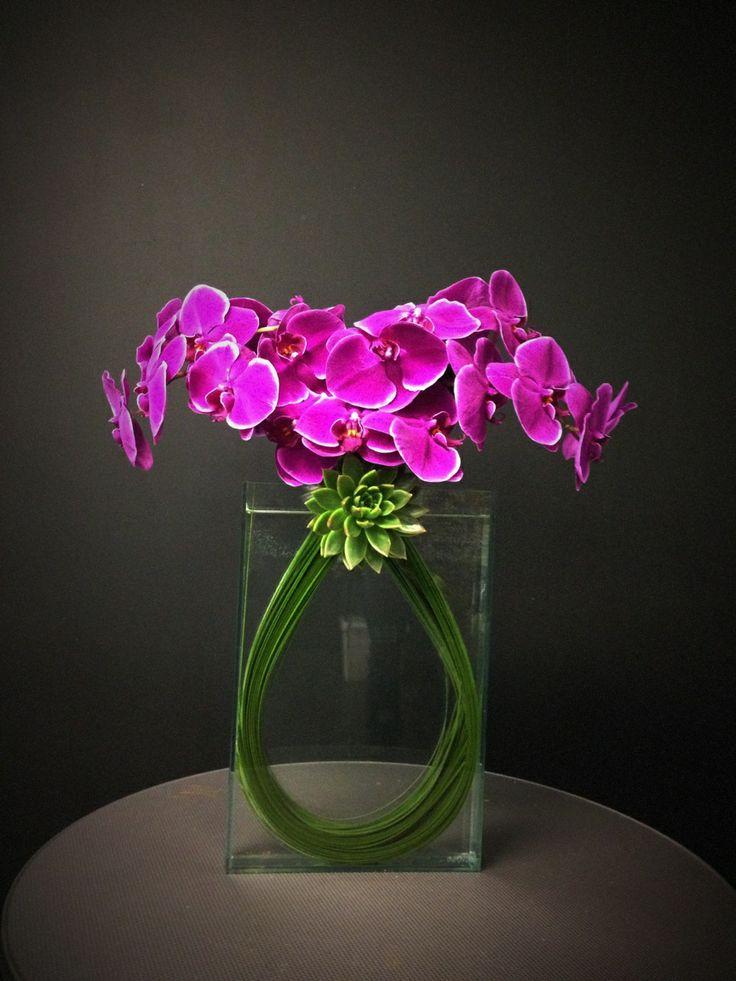 compo épurée avec orchidées et tiges de bergrass