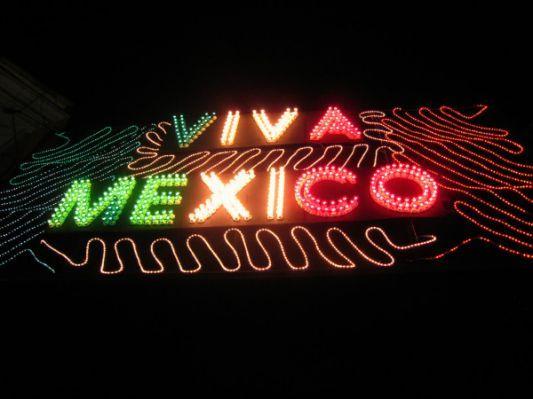 """Viva México"""" El grito de Dolores;"""