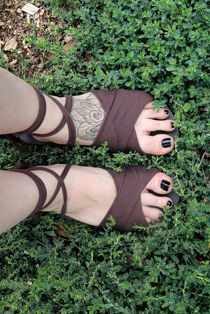 T-shirt sandals!  Old flip flops and t-shirts can be given new life with this awesome tutorial~