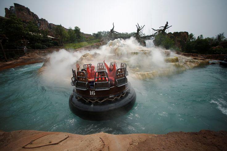 Il primo parco della Disney in Cina - Internazionale